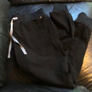 FIGS Black jogger scrub pants XS